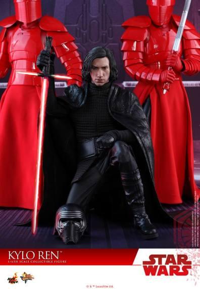 Hot Toys The Last Jedi Kylo Ren - kneeling