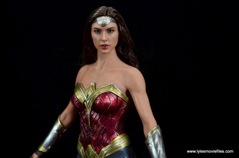Hot Toys Wonder Woman figure review -armor wide shot