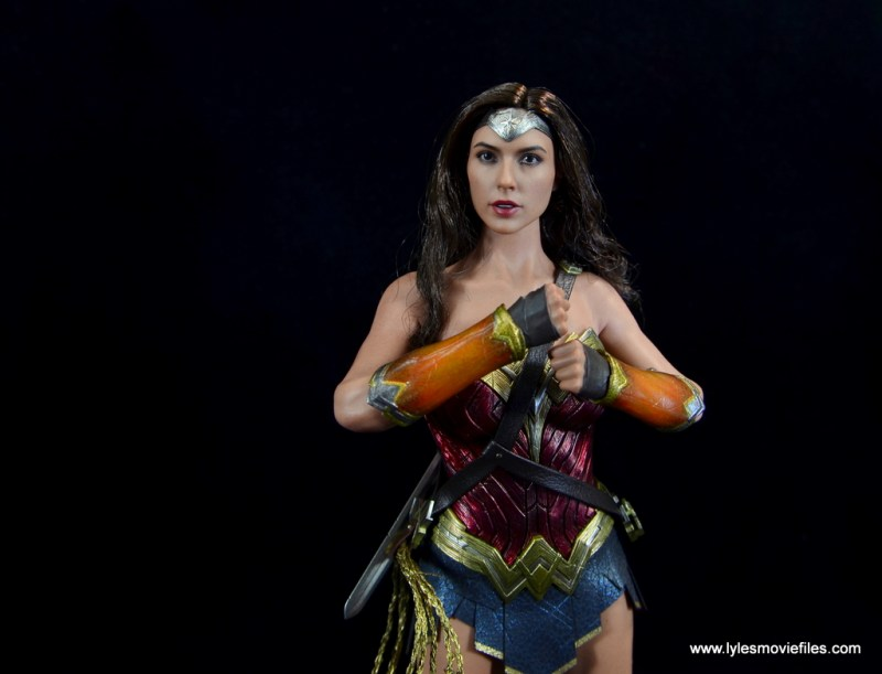 Hot Toys Wonder Woman figure review -bracelets blocked