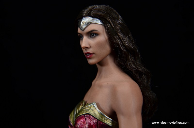 Hot Toys Wonder Woman figure review -close up face side