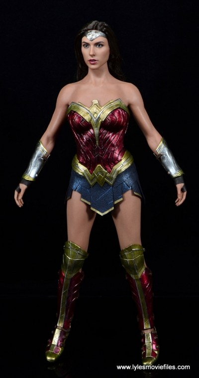 Hot Toys Wonder Woman figure review -front