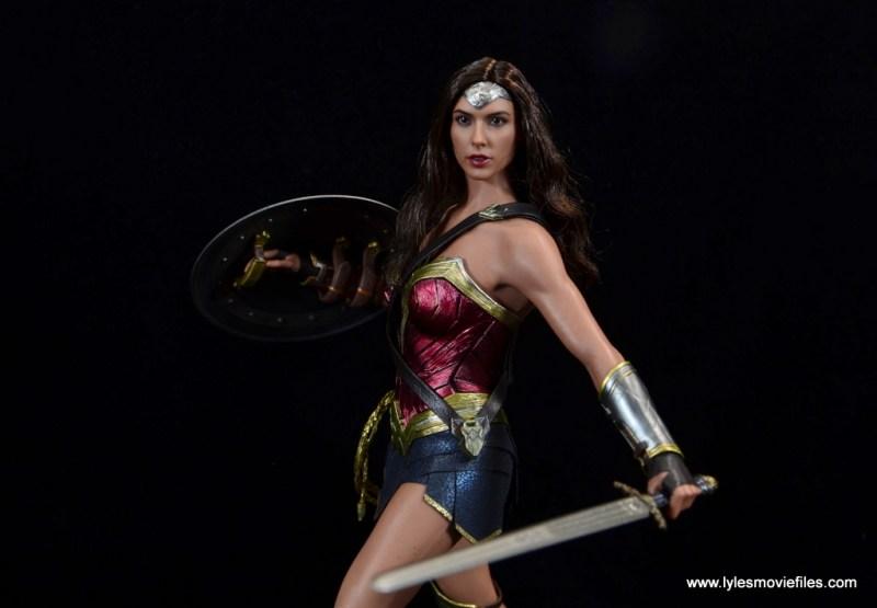 Hot Toys Wonder Woman figure review -main pic alternate
