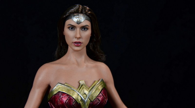 Hot Toys Wonder Woman figure review -main pic