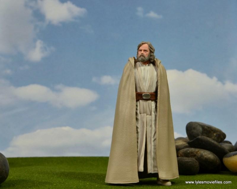 Star Wars The Last Jedi Master Luke Skywalker figure review -looking at skies