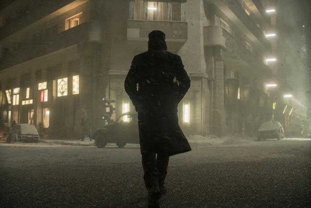 Blade-Runner-2049-movie-review-K-walking