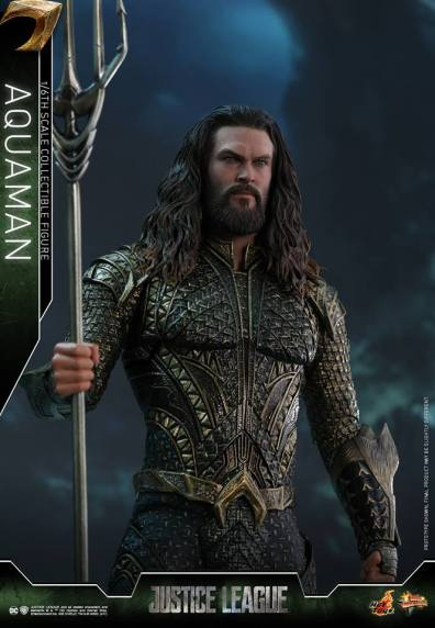 Hot Toys Aquaman figure -straight ahead