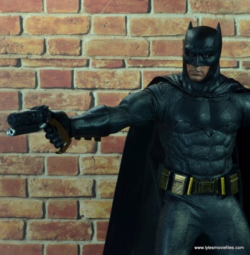 Hot Toys Batman v Superman Batman figure review -aiming grapple gun
