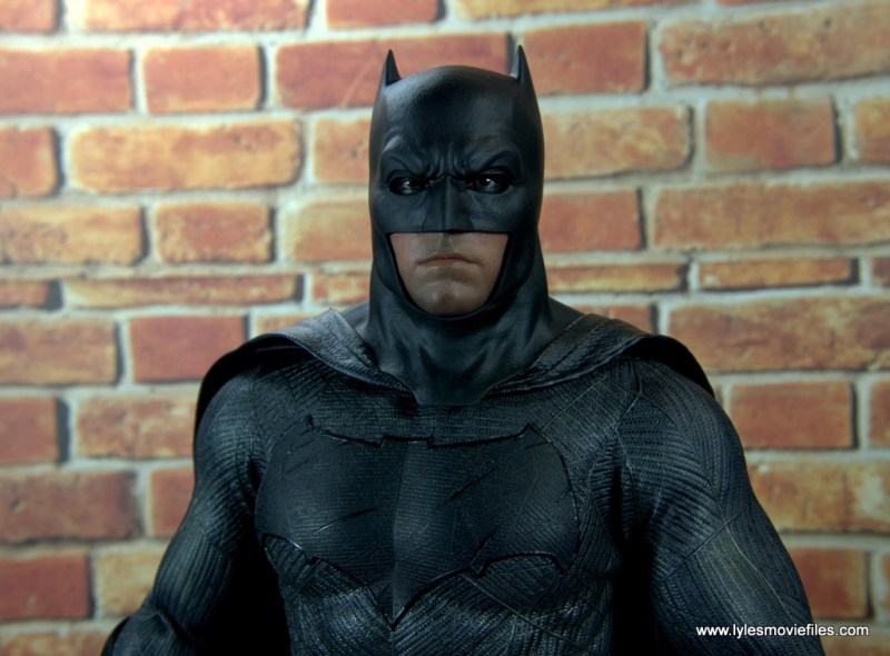 Hot Toys Batman v Superman Batman figure review -front details