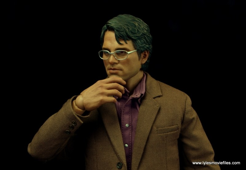 Hot Toys Bruce Banner figure review -glasses on