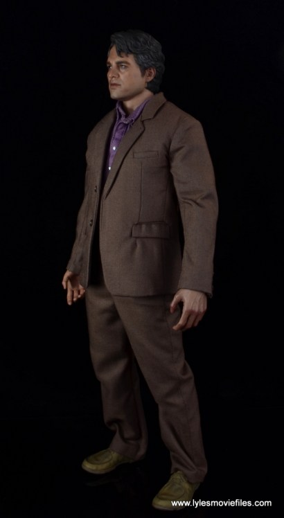 Hot Toys Bruce Banner figure review -left side