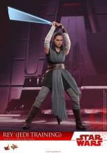 Hot Toys The Last Jedi Rey Jedi Training figure - swinging lightsaber down