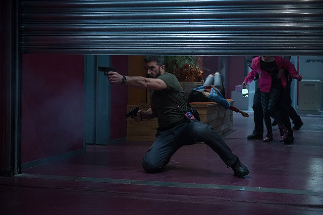 Security-movie review- Antonio Banderas as Eddie shooting