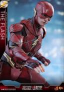 Hot Toys Justice League The Flash figure - grabbing