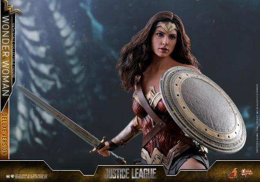 Hot Toys Justice League Wonder Woman figure -battle ready