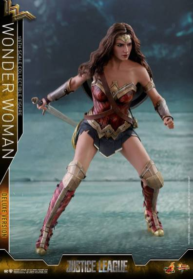 Hot Toys Justice League Wonder Woman figure -battle stance