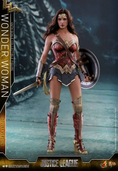 Hot Toys Justice League Wonder Woman figure -with sword and shield