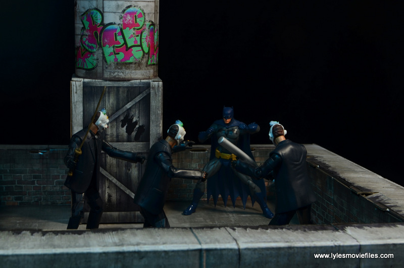 Extreme-Sets Building 2 Pop-Up review DC Icons Batman on rooftop fighting thugs
