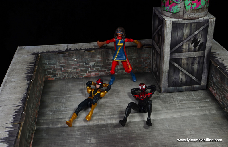 Extreme-Sets Building 2 Pop-Up review rooftop - Kid Nova, Ms. Marvel and Spider-Man