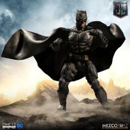 Mezco One12 Collective Justice League Movie Tactical Suit Batman figure cape up