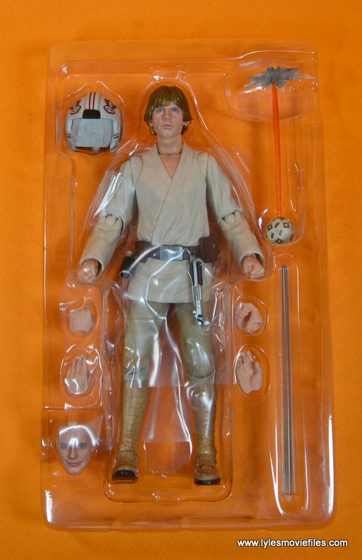 SH Figuarts Luke Skywalker figure review -accessories in tray
