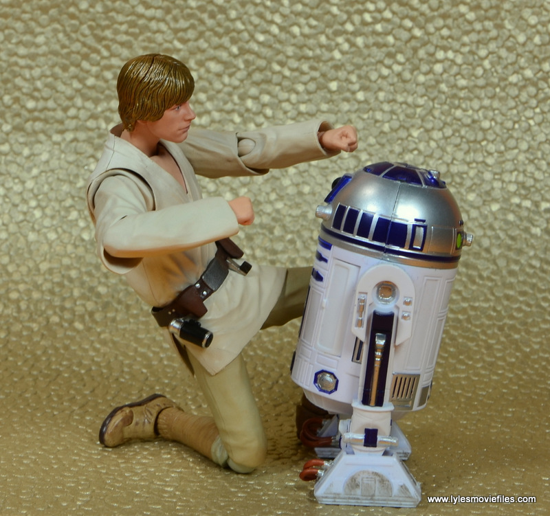 SH Figuarts Luke Skywalker figure review -checking out R2 D2