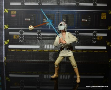 SH Figuarts Luke Skywalker figure review -deflecting battle droid