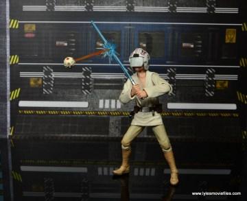 SH Figuarts Luke Skywalker figure review -deflecting battle droid