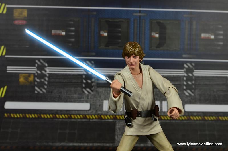 SH Figuarts Luke Skywalker figure review -smiley face with lightsaber LIT