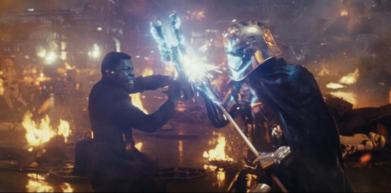 Star Wars The Last Jedi review - Finn vs Phasma