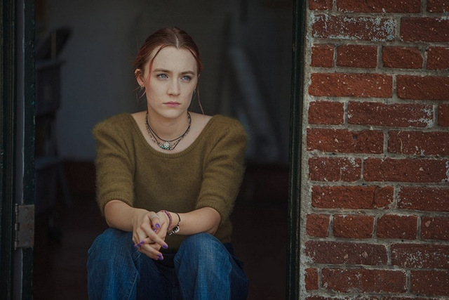 lady bird review saoirse ronan sitting