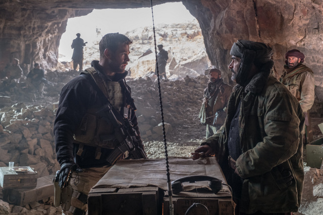 12-strong-review-chris-hemsworth-and-navid-negahban