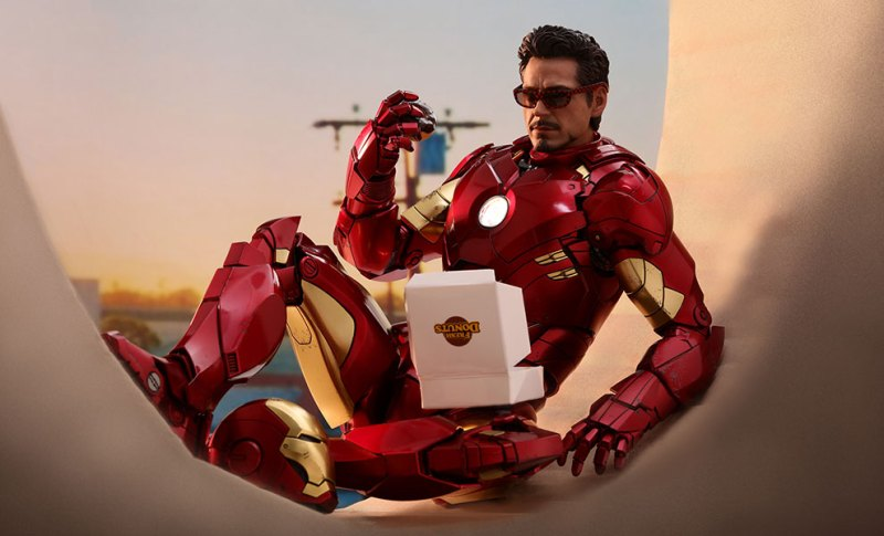 hot toys-iron-man-2-iron-man-mark-4-sixth-scale-figure-sitting on donut stand