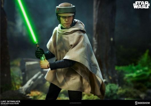 star-wars-luke-skywalker-sixth-scale-figure-sideshow-endor lightsaber