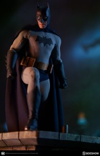 dc-comics-sideshow batman-figure-about to leave rooftop
