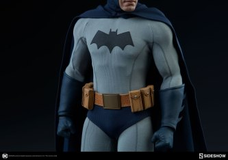 dc-comics-sideshow batman-figure-utility belt closeup