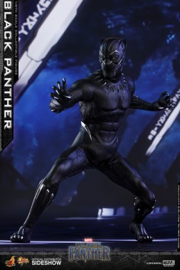 hot toys black panther figure - crouching mask