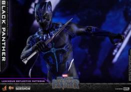 hot toys black panther figure -led main