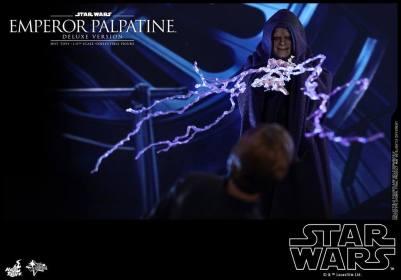 hot toys emperor palpatine figure -shooting lightning at luke