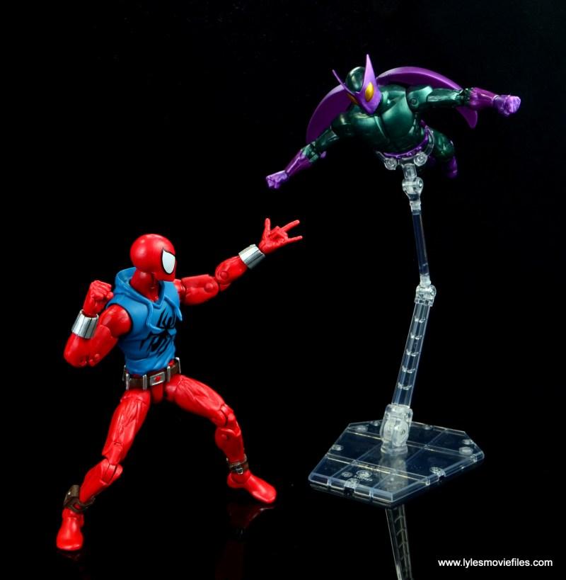 marvel legends scarlet spider-man figure review -taking on beetle