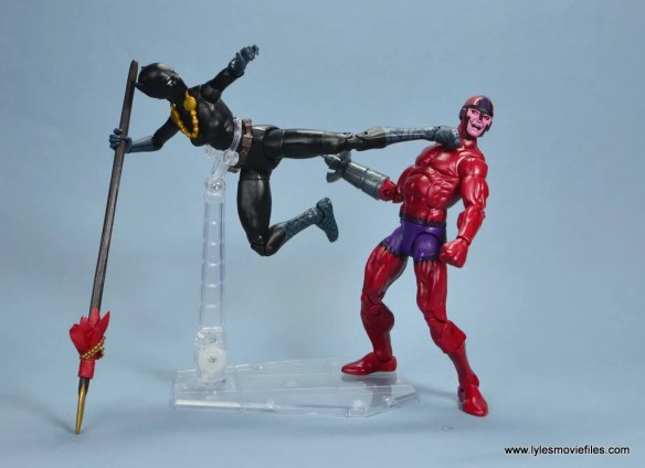marvel legends shuri and klaw figure review -shuri kicking klaw
