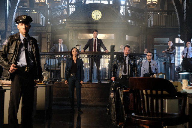 gotham queen takes knight review -gordon and the gcpd