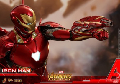 hot toys avengers infinity war iron man figure -aiming smaller cannon