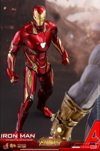 hot toys avengers infinity war iron man figure -face off with thanos