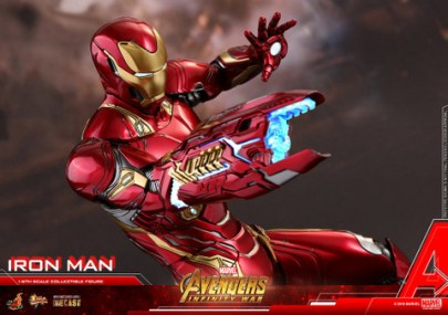 hot toys avengers infinty war iron man figure -blaster close up