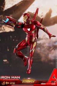 hot toys avengers infinty war iron man figure - flying with blaster