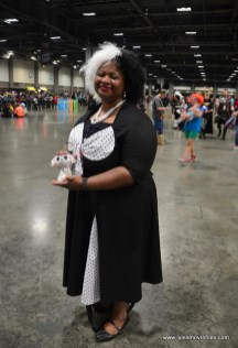 awesome con 2018 cosplay -cruella de ville
