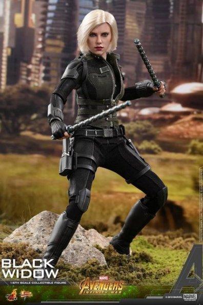 hot toys avengers infinity war black widow -battle stance