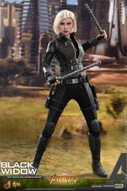 hot toys avengers infinity war black widow -holding batons