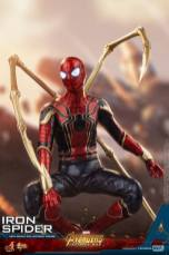 hot toys avengers infinity war iron spider-man figure -crouching