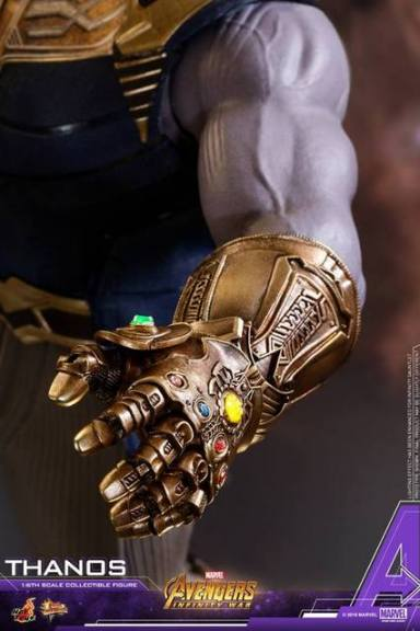 hot toys avengers infinity war thanos figure - infinity gauntlet detail